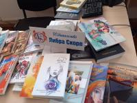 Училищната библиотека получи от издателството дарение от книги, които ще станат неразделна част от библиотечния фонд