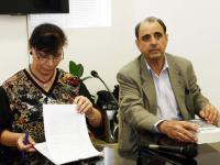 Водещата събитието г-жа Петра Лимоза и авторът на книгата Стефан Апостолов