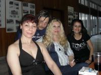 """Отляво надясно: издателката Петра Лимоза, Албена Попова (""""Еквалибриум 2006"""") и Анелия Георгиева (""""Еквалибриум 2007"""")"""