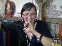 """Елка Стоянова - авторката на сборника с разкази и фейсбук-статуси """"Петъчни истории"""""""