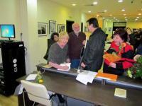 Автографи и дружески разговори с почитатели