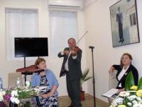 Иван Кехлибарев измъкна позабравената цигулка и изпълни няколко мелодии от популярни в младостта му филми