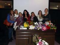 Кети Стоянова сред цветя и приятели