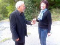 Писателите Атанас Радойнов и Милка Иванова черпят с прясно набрани трънки