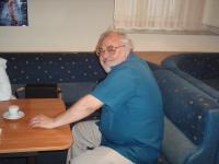 Манол Манолов в бургаския клуб на дейците на културата, юни 2006 г.