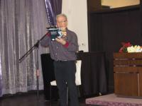 Актьорът Стоян Памуков чете откъс от книгата