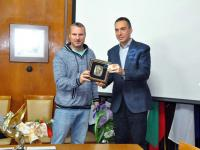 """Наградата """"Петко Росен"""" бе присъдена на писателя Николай Фенерски за неговата книга """"На стоп"""""""