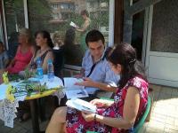 """Стефка Стоянова със своя издател и редактор на четвъртата й книга """"Приказната градина"""""""
