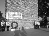 Гвардейци пред паметника на Петрова нива