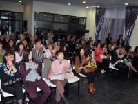 """Приятели на Теди и почитатели на нейната поезия в зала """"Петя Дубарова"""" (Снимка: Лина Главинова)"""