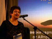 Водещата на премиерата Костадинка Митева, дъщеря на авторката на книгата, представи книгата