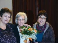 Авторката с двете си дъщери