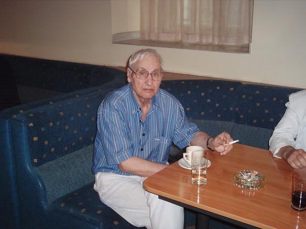 Илия Буржев в бургаския клуб на дейците на културата, юни 2006 г.