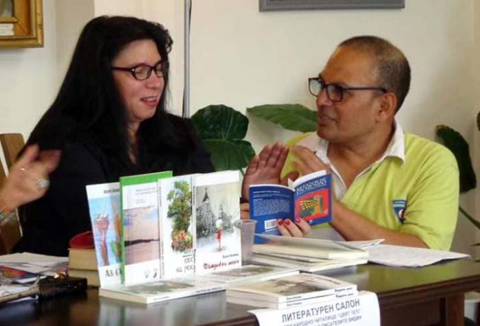 Валя Илиева и и поетът, гостуващ от Перу, Густаво Гонзалес