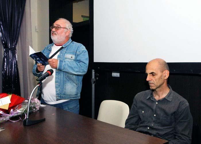 "Бургаският поет Манол Манолов представи поетичната книга на Иван Сухиванов ""Томи. Нощна смяна"""