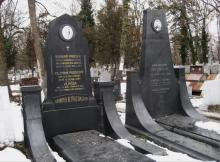 Паметните плочи на Иржи и Богдан Прошек - братята чехи, по чиято инициатива е издигнат паметника на Апостола на Свободата Васил Левски в София, с когото са развивали активна революционна дейност  за освобождението на България.
