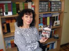 Петя Станева държи в ръцете си поредната, излязла от печат, книга на издателството
