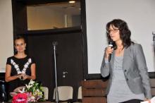 Елица Дубарова представя новата поетична книга на Теодора Вълева (Снимка: Лина Главинова)